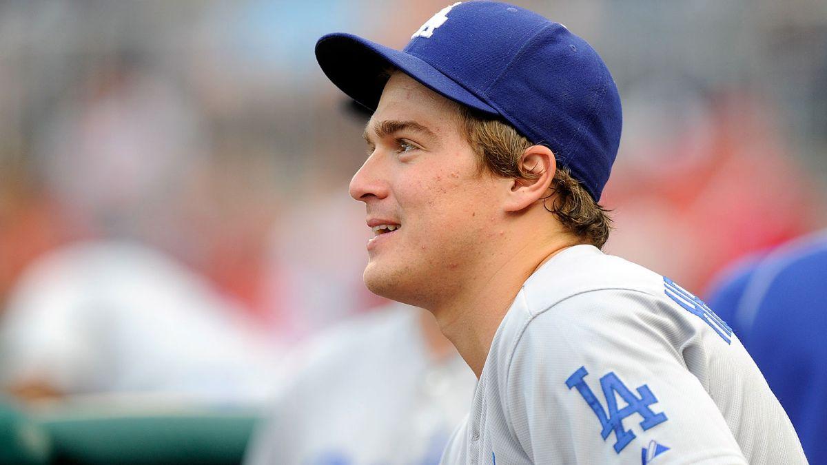 092415-MLB-Los-Angeles-Dodgers-Enrique-Hernandez-PI.vresize.1200.675.high.19